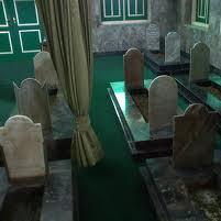 Awal Terjadinya Syirik Di Tengah Kaum Nabi Nuh Shallallahu 'Alaihi Wasallam Adalah Dalam Bentuk Pengkultusan Kepada Orang-Orang Shalih Yang Telah Mati